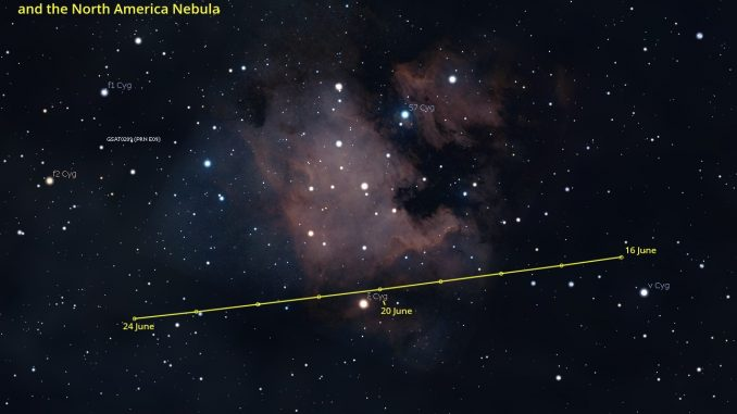 Comet 21P approaching North America Nebula